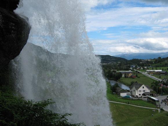 Norwegen: Wasserfall Steinsdalsfossen 2