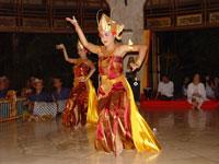 Gamelan und Tanz auf Bali