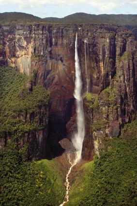 Und dann sind da noch die Angel Falls umgeben von einem einmalig schönen Nationalpark an der Grenze zwischen Venezuela und Brasilien. Diese Wasserfälle sind die höchsten der Welt.