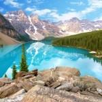 Kanada bietet eine faszinierende Natur, wie hier den Lake Moraine im Banff-Nationalpark, Alberta