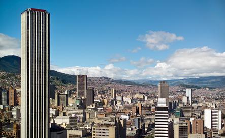 In den großen Städten Südamerikas, wie hier Bogota, Kolumbien kann es immer wieder gefährlich werden. Bild:© Tifonimages - Fotolia.com