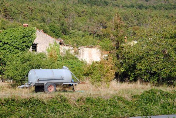 Presnica-Podgorje, Naturlandschaft, verlassene Häuser, Geisterdorf, Slowenien